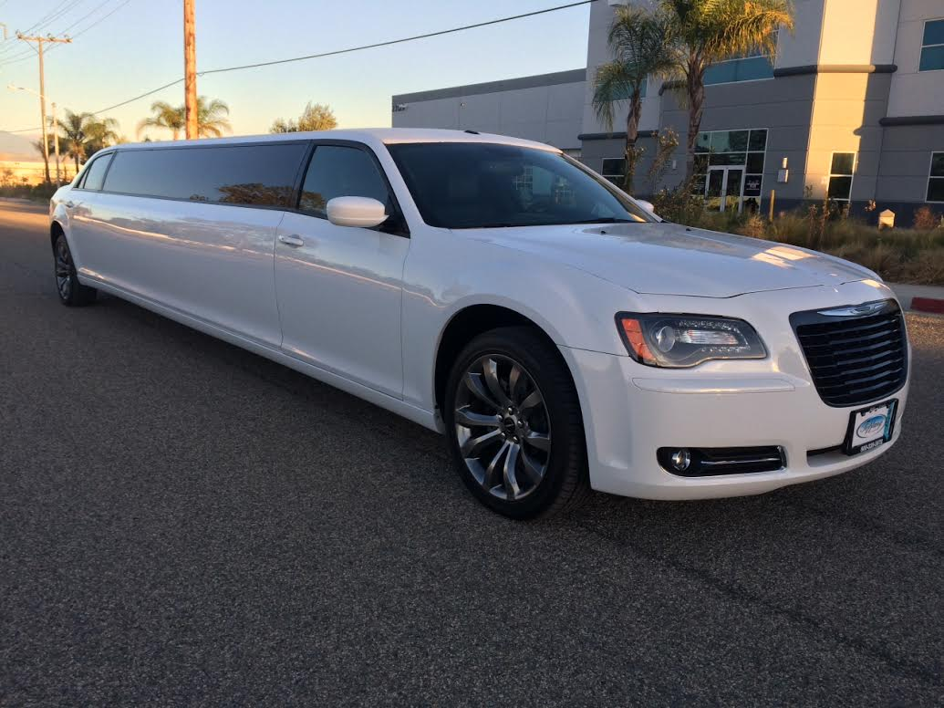 chrysler 300 stretch limo the perfect limo and sedan. Black Bedroom Furniture Sets. Home Design Ideas
